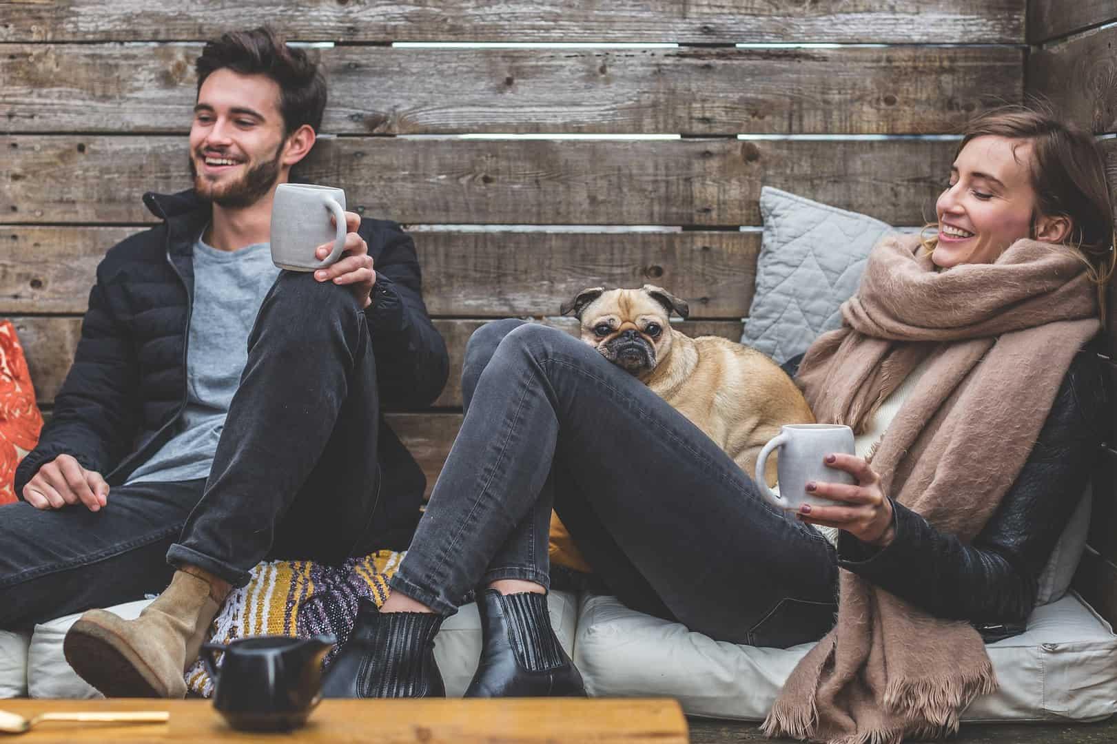 Czy pracodawca może zwolnić za romans w pracy?